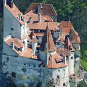 Zamek Bran usytuowany w bezpośrednim sąsiedztwie Brasov