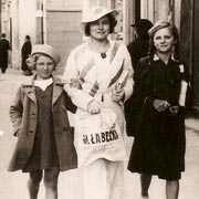 Fotografia pani Ewy Walewskiej z ciotką i siostrą
