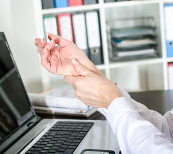 Zespół cieśni nadgarstka i ból w nadgarstku